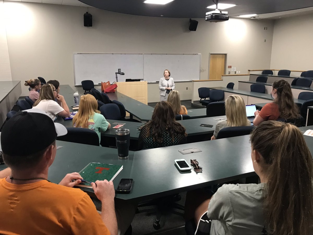 AREC alumna Julie Bowling, assistant general council for Tennessee Farmers Insurance Companies, speaking to students